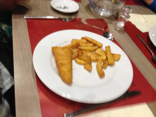 Holiday Inn Toulon City Centre: When we complained about good we got fish and chips but they ran out of fish so cut the portions