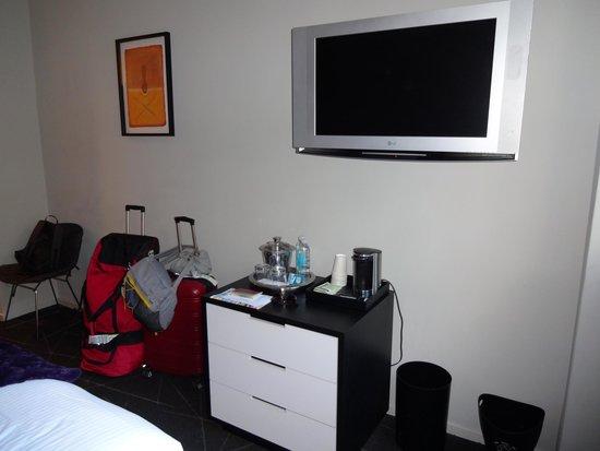 Hotel Diva: Face au lit