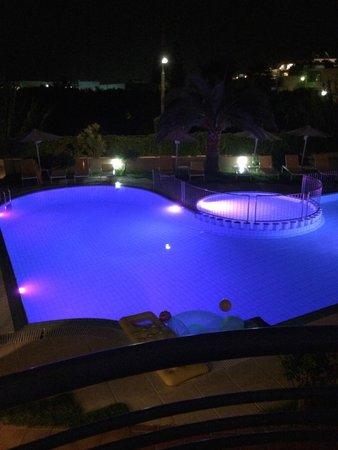 Melina Beach Hotel: basseng