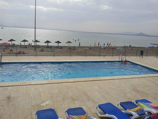 Apartamentos Pierre & Vacances La Manga Beach: Piscina y playa