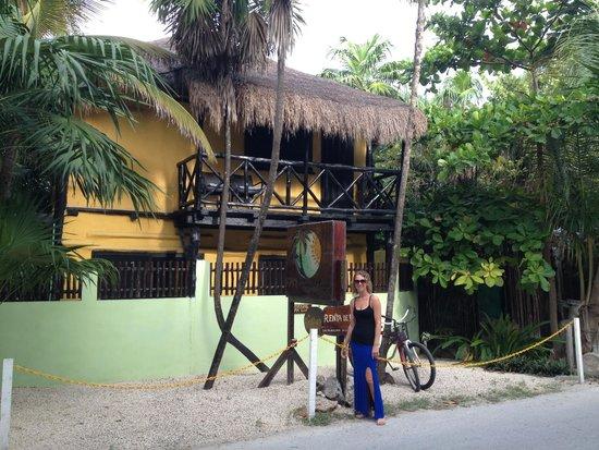 Las Palmas Maya: out front