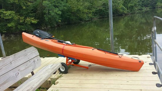 Chester, VA: Kayak with wheels - nice way to get to the lagoon...