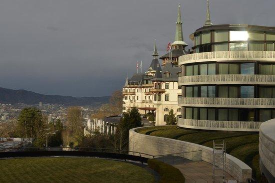 The Dolder Grand mit Blick auf den See und die Stadt Zürich
