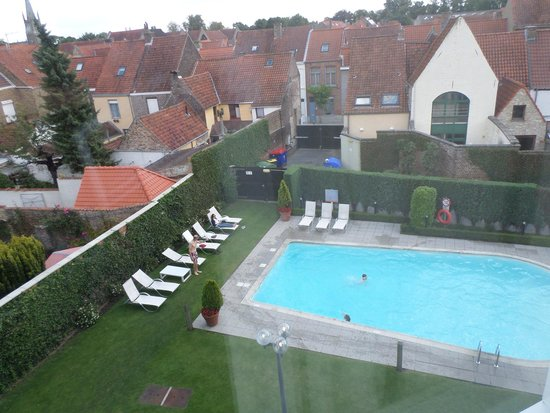 Novotel Brugge Centrum: Our view of the pool