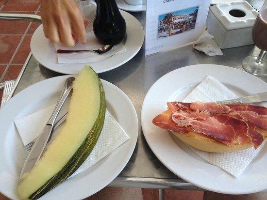 Hostal Fortuna: Le petit Déjeuner