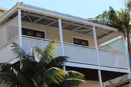 Mangonui Waterfront Apartments: Nikau palms and lattice