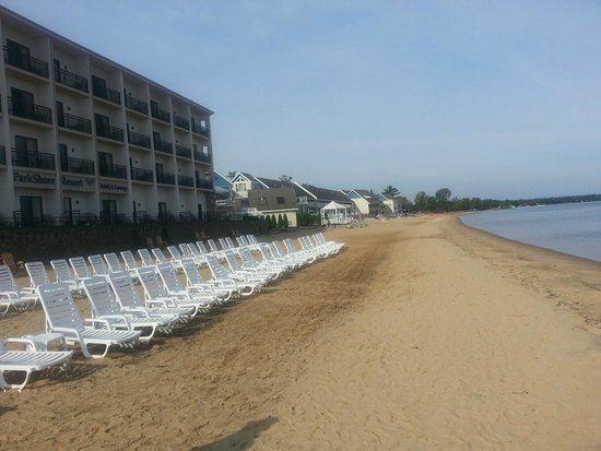 Parkshore Resort: View of the Bay front of the motel.