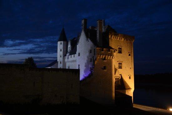 Hotel Le Bussy: Chateau Montsoreau at night