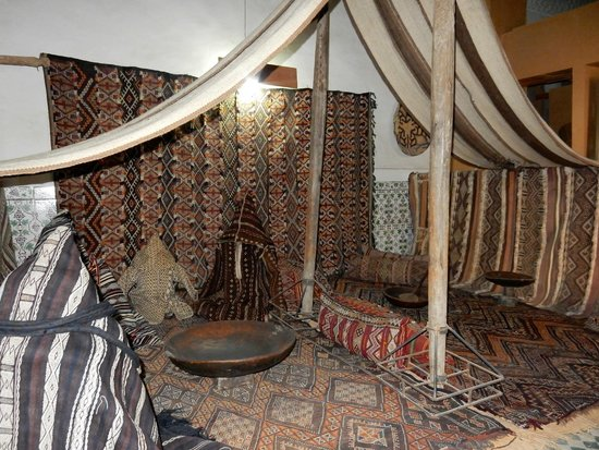 Maison Tiskiwin : The Berber tent, set up on the first floor.
