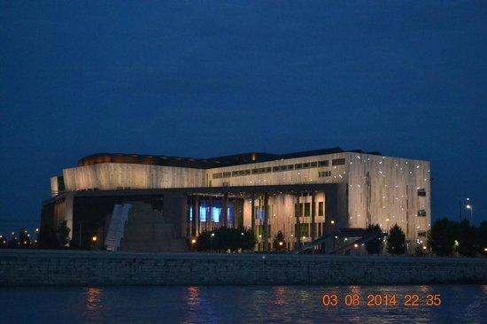 Palacio de las Artes (Muveszetek Palotaja): Дворец Искусств