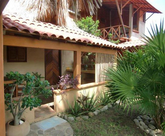 El jardin zipolite prices guest house reviews mexico for Bungalows el jardin retalhuleu guatemala