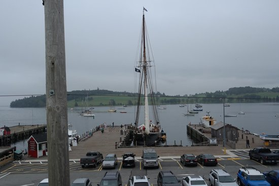 Bluenose II : Shot from the Savvy Sailor terrace