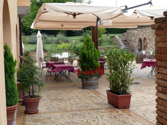 Borgo Antico : Outdoor seating at the restaurant