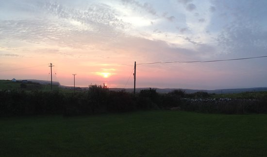 Gentian Cottage: Sunset over the Aran islands from the front yard of cottage