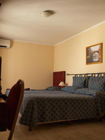 Hotel Marilian: Habitación