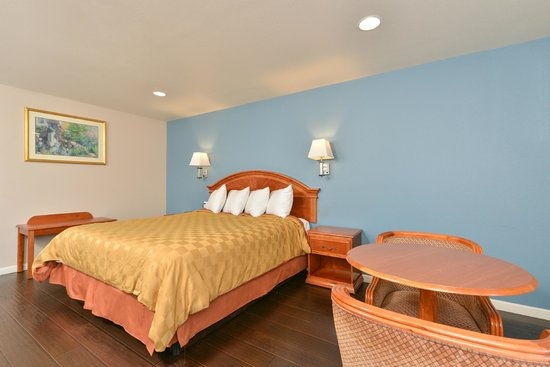 Americas Best Value Inn & Suites: King Room with Wood Floor