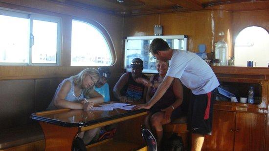 Blue Paradise Diving Center: een beetje papierwerk