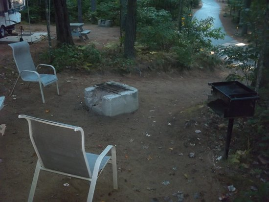 Chocorua Camping Village : poor excuse for a patio