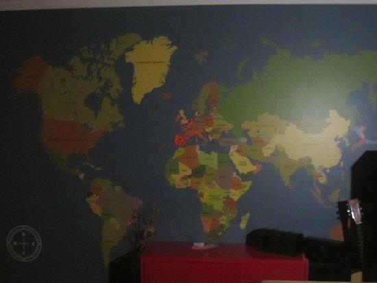 Magnolia B&B: Salón, tienen un mapa mundi donde cada huesped puede dejar marcado su lugar de procedencia