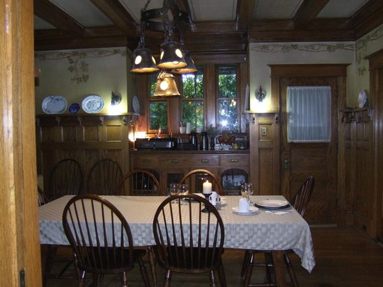 Horton House Bed & Breakfast : The dining room