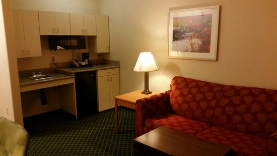 Comfort Inn & Suites: Great tea and coffee in the room