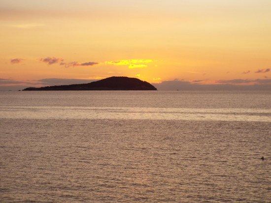 Glenghorm Beach Resort: the sunrise Sept 20, 2014