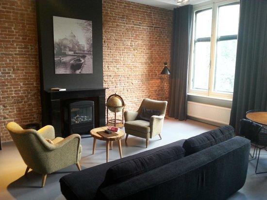Hotel V Frederiksplein: Spacious lounge room