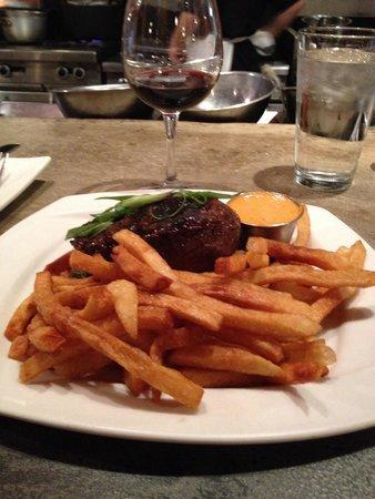 Fineline Bistro : Steak w/pomme frites