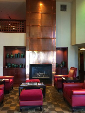 Aloft San Jose Cupertino: The fireplace in the lobby