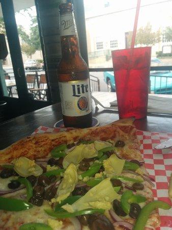 600 Degrees Pizzeria & Drafthouse