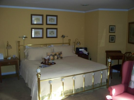 Chez Amis Bed and Breakfast: King Sized Bed