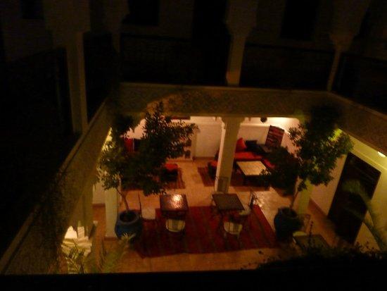 vue de la terrasse sur la cour du Riad Shaloma
