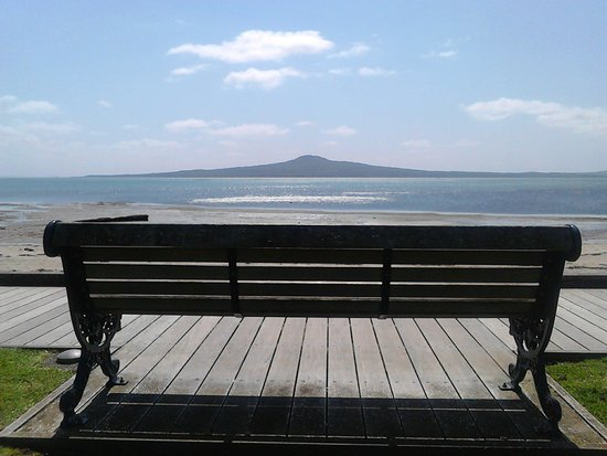 St. Helier's Bay : Along Tamaki Drive seems very endless but beautiful