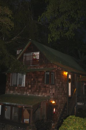 Hale Maluhia Country Inn (house of peace) Kona: b&b