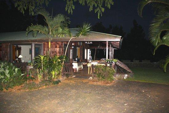 Hale Maluhia Country Inn (house of peace) Kona: lani for breakfast