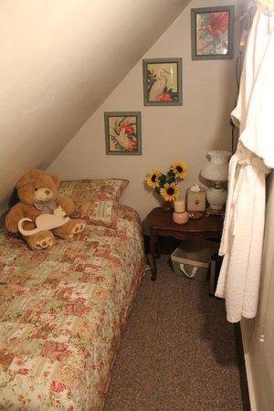 Gardiner Guest House B&B: Cute little alcove bed