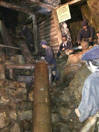 Historic Relic Sado Gold Mine: 蝋人形による実演が雰囲気を醸し出す