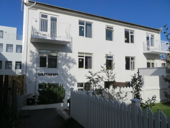 Grettisborg Apartments: front of the building
