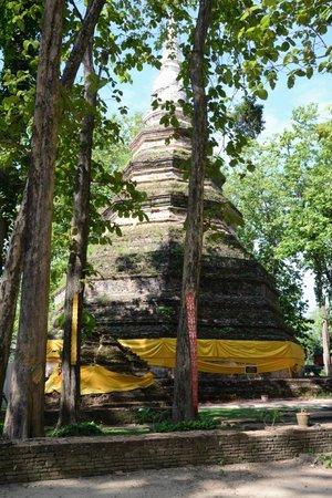 Chiang Saen: The tall cheddi at Wat Chedi Luang