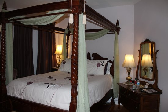 Summerside Inn Bed and Breakfast: The lovely guest room I enjoyed during my stay.