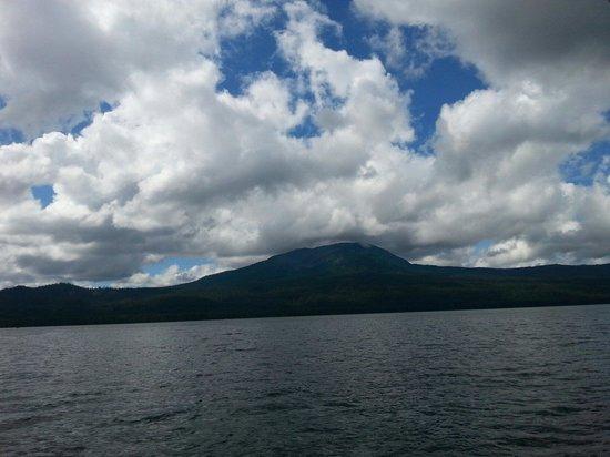 Diamond Lake Resort : Very beautiful lake.