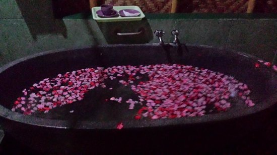 Bali Green Spa: floral warm bath  included ion the package