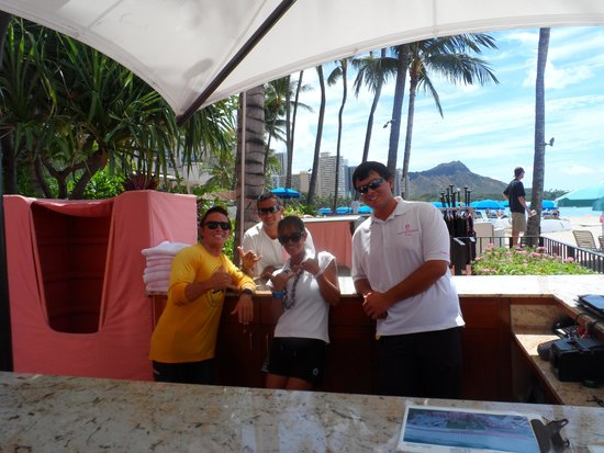 Waikiki Beach Services: Great Staff at the Desk