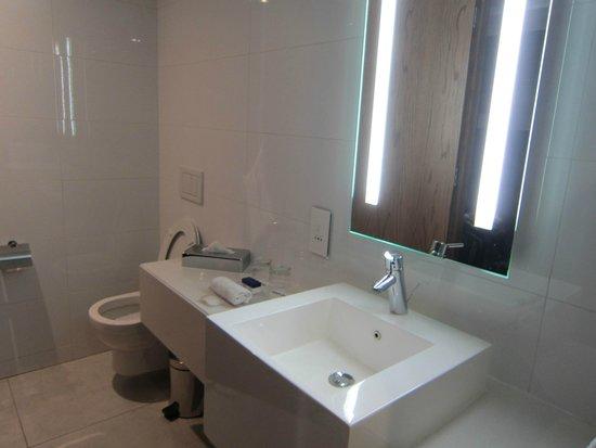 Park Inn by Radisson Cape Town Foreshore: bathroom