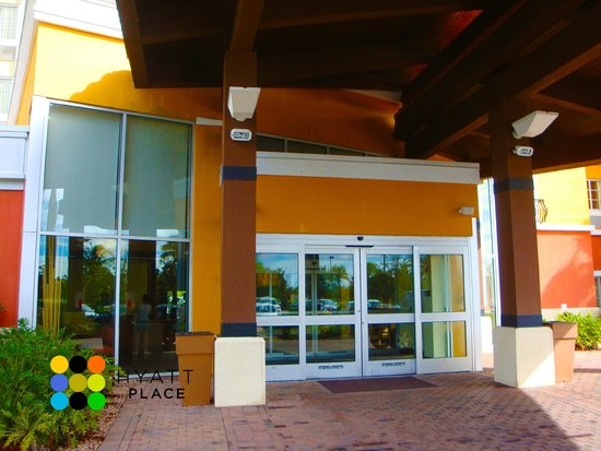 Hyatt Place Coconut Point: Entrance