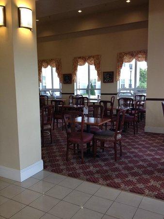 Holiday Inn Express Mystic: Breakfast area