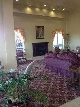Holiday Inn Express Mystic : Lounge