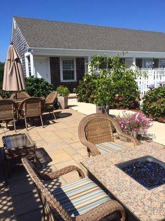 Beach Breeze Inn : loved the pool patio too