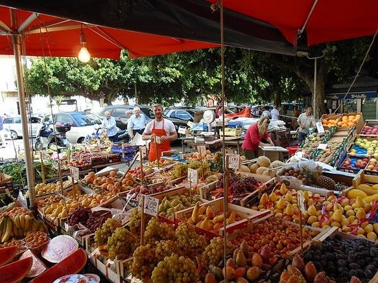 Cooking Class with Mamma Lucia & Vincenzo : Shopping the market with Chef Vincenzo.