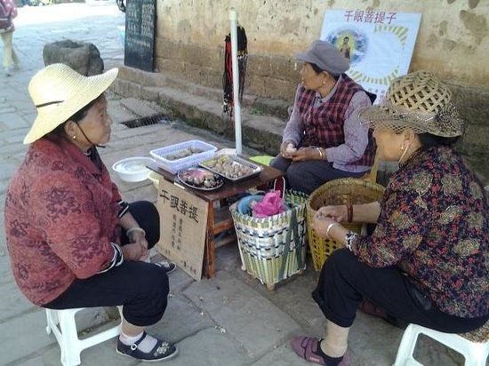 Yunnan Shaxi Ancient Town: Catching up with daily news